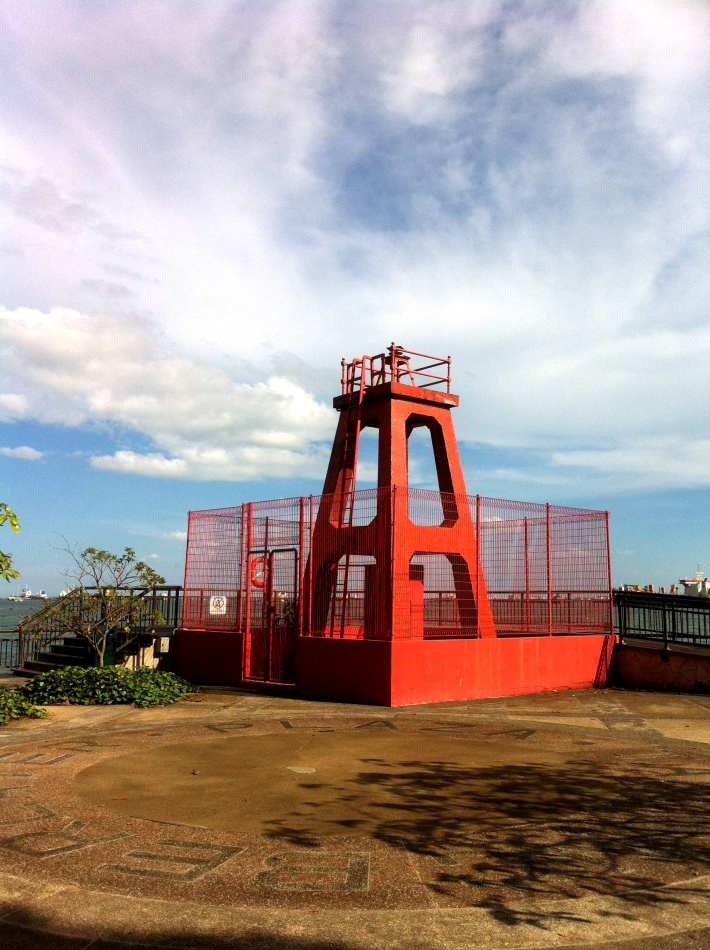 This red beacon served as a navigational guide in the maritime history and marks the shortest distance between Sentosa and mainland (about 240m)