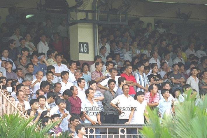 Racegoers at the Turf Club in 1998. Source Source: Ministry of Information and the Arts (MITA)