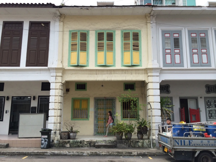 Along Niven Road, almost no one shophouse is similar to the other