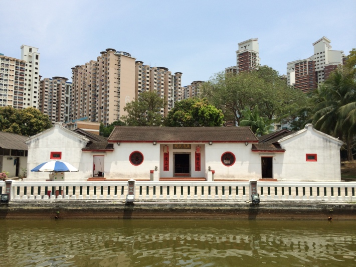 The beautiful Wu Fu Tang Ancestral Hall (五富堂义祠) with a fishpond located in front of it