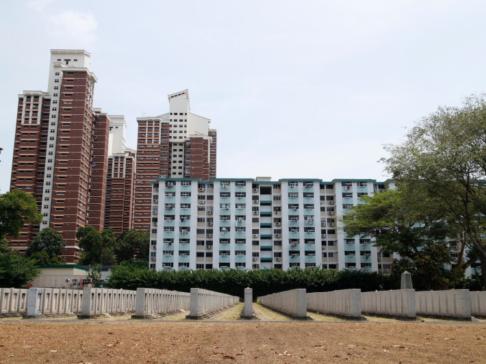 There's a wonderful symmetry between the tombs and high-rise apartments, something that the HDB designers may have considered when they designed the cemetery in 1969.