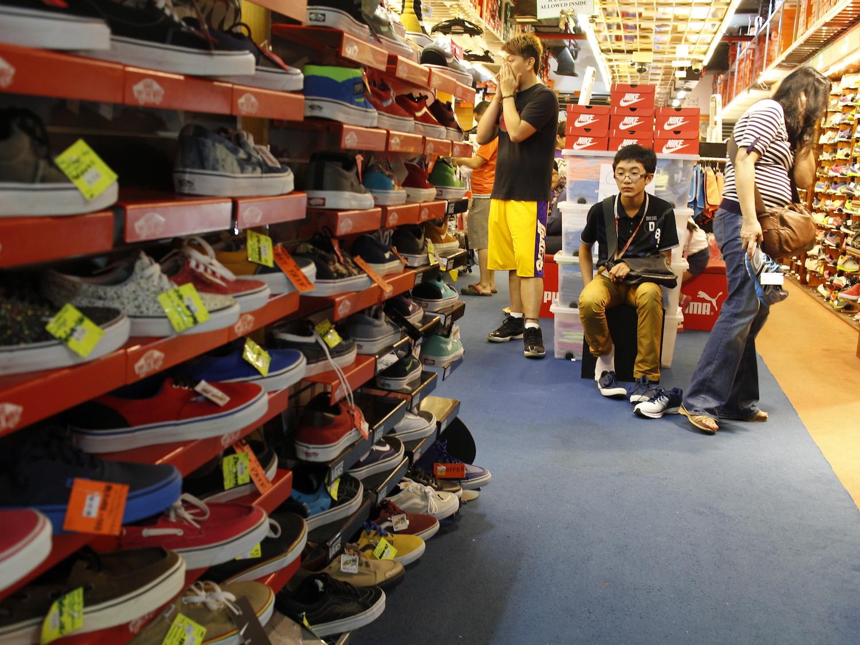 Sports shoes shop singapore