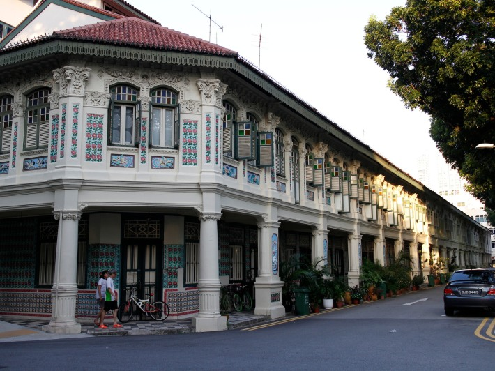 First, the beauty of Petain Road is evident in the 18 shophouses built in the Chinese-Baroque style back in 1930.