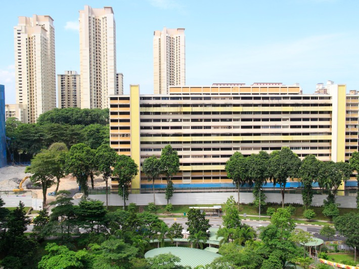Construction can be seen on blocks 9-12 that were put under the SERS programme in 2006. Behind sits the towering flats of Holland Drive, perhaps one of the more illustrious of neighbourhoods surrounding the Ghim Moh estate.