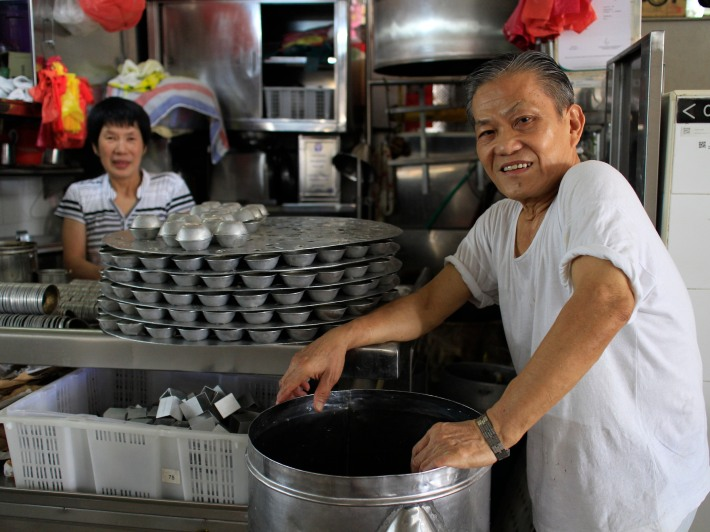 Mr Lee first started selling chwee kueh from a pushcart in 1959 when he was 8-years old. 55 years on he still makes this delicacy by hand and has been at the Ghim Moh Market & Food Centre for 37 years.