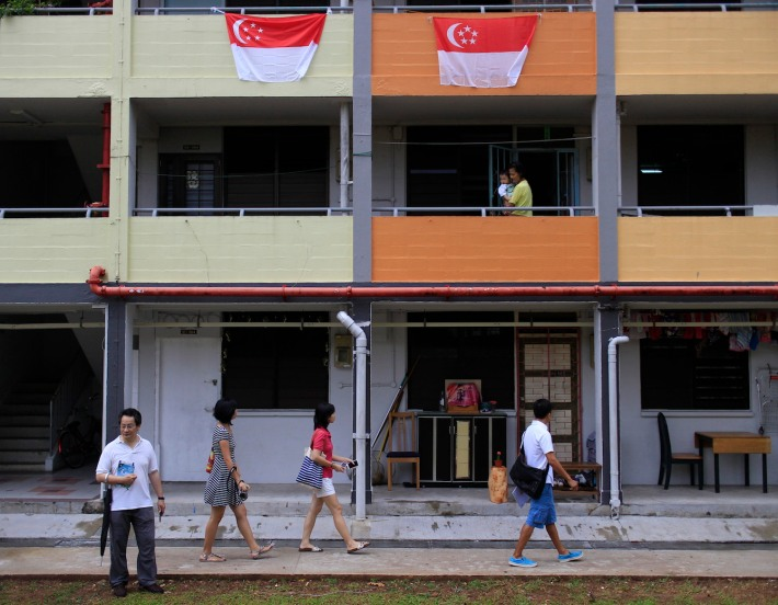 Participants of the tour walk walking pass block 48 along Stirling Road, one of the first few batches of HDB flats built. Some of these flats were used to rehouse those affected by the Bukit Ho Swee fire in 1961.