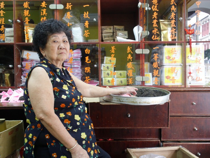 Mdm Lim, now 78, has been wrapping tea leaves at the shop since she was 20 years old.