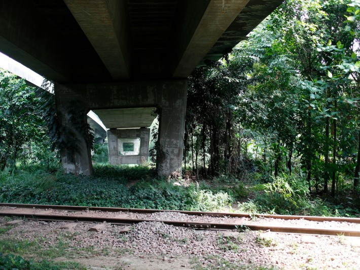 At the Ulu Pandan Park Connector, the bridges and more prominent presence of the railway make for some great photo ops.