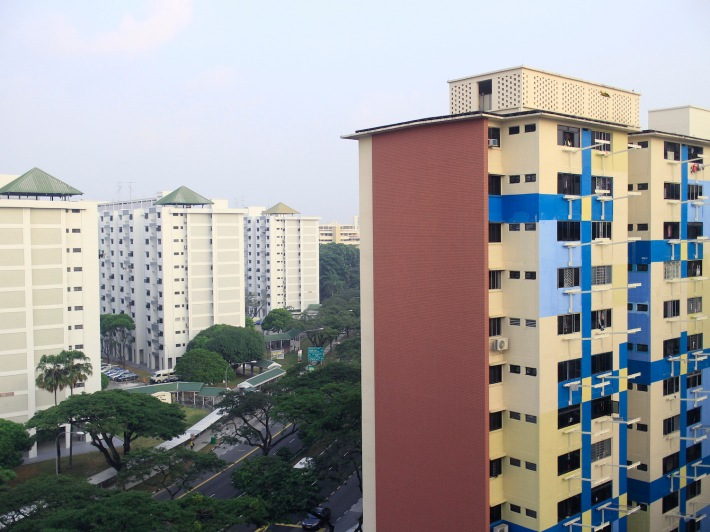 On the right sits the rental flats belonging to Hougang SMC, while the white blocks on the left belong to that of Ang Mo Kio GRC. These two opposing sides were once labelled 'Beauty and the Beast' sometime back with regards to the lack of upgrading by politicians.