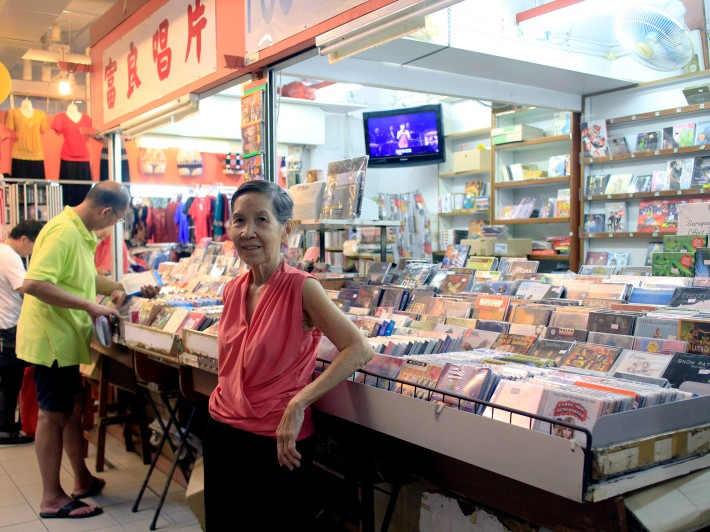 Prior to moving to Chinatown Complex, Foo Leong Record Store was a roadside stall in the vein of the modern Pasar Malam (night market) right along Pagoda Street.