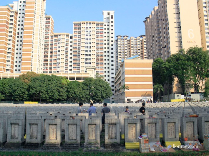 On weekend mornings, visitors can be seen conducting Hakka rituals to pay respects to the deceased at Ying Fo Fui Kun Cemetery.