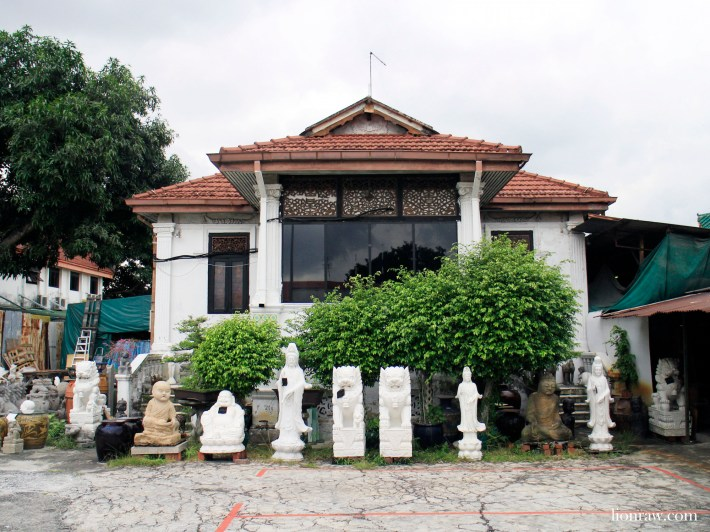 Located in a old Chinese style house along Upper Paya Lebar Road, Just Anthony also collect classic marble pieces popularly found in places or worship.